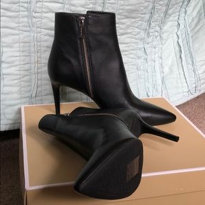 Michael Kors Dorothy Flex Mid Bootie leather